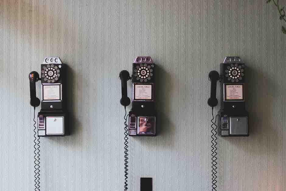 Kontakte recherchieren klappt am besten mit dem Telefon.
