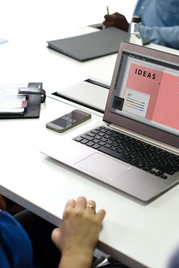 Kundenmeeting und Erstgespräch von Texter, Texterin und Agentur.